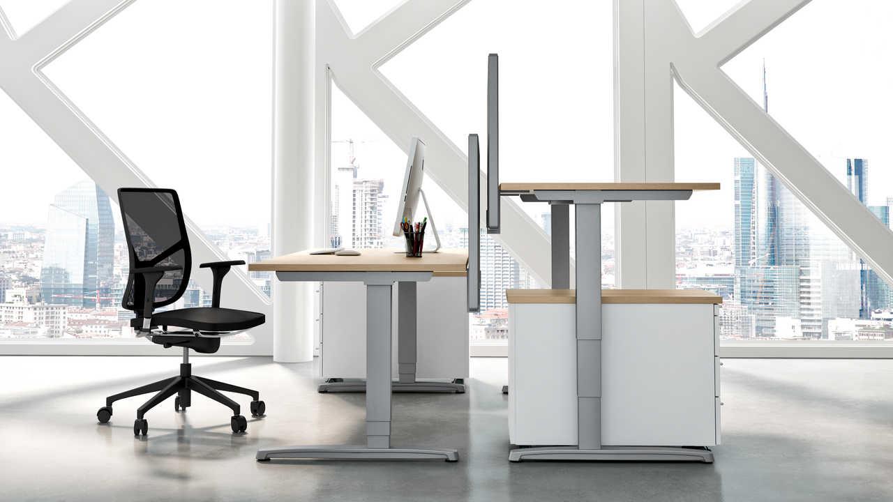 Bürotrend Büromöbel, Büroeinrichtung, Bürotechnik Bielefeld OWL | Hund Büromöbel Thales Steh-Sitz Schreibtisch